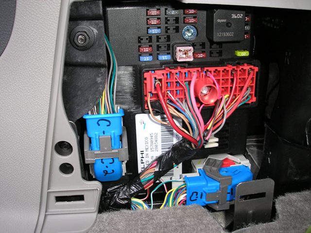Watch further 7vfno Need Diagram Stereo Wireing 2001 Chevy Tah besides 7km3n Chevrolet Express Cargo Van Turn Signal Flasher likewise Chevrolet Matiz Fuse Box furthermore 2007 Tahoe Multiple Issues 57553. on 2001 chevy suburban fuse box diagram